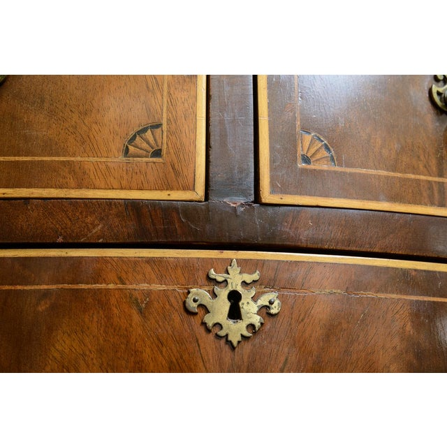American Mahogany Serpentine Chest For Sale In West Palm - Image 6 of 10