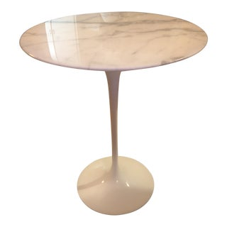 Knoll International Eero Saarinen Tulip Side Table With Round Marble Top For Sale