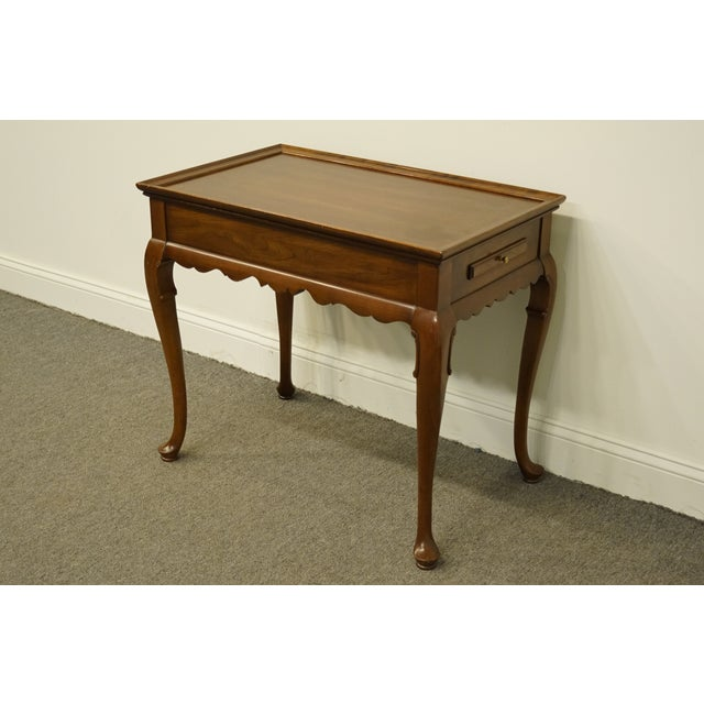 Georgian 20th Century Georgian Ethan Allen Accent End / Tea Table For Sale - Image 3 of 13