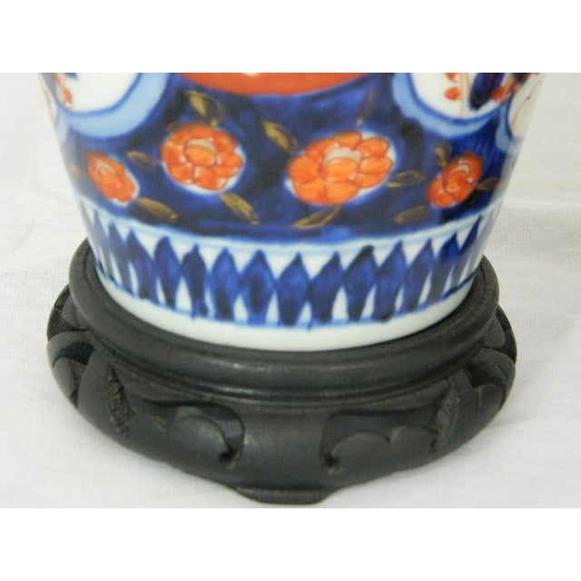 Pair of Imari Vases Depicting Floral Decorations on Stands, 19th Century For Sale In Savannah - Image 6 of 8