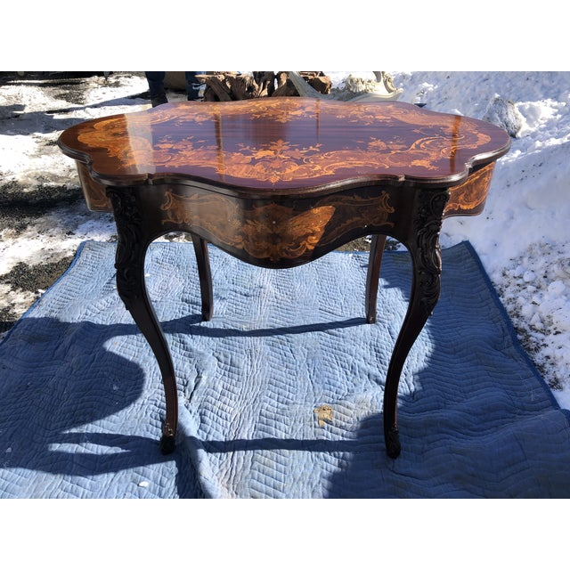French Louis XV Style Mahogany and Satinwood Marquetry Inlaid Center Table For Sale - Image 3 of 13