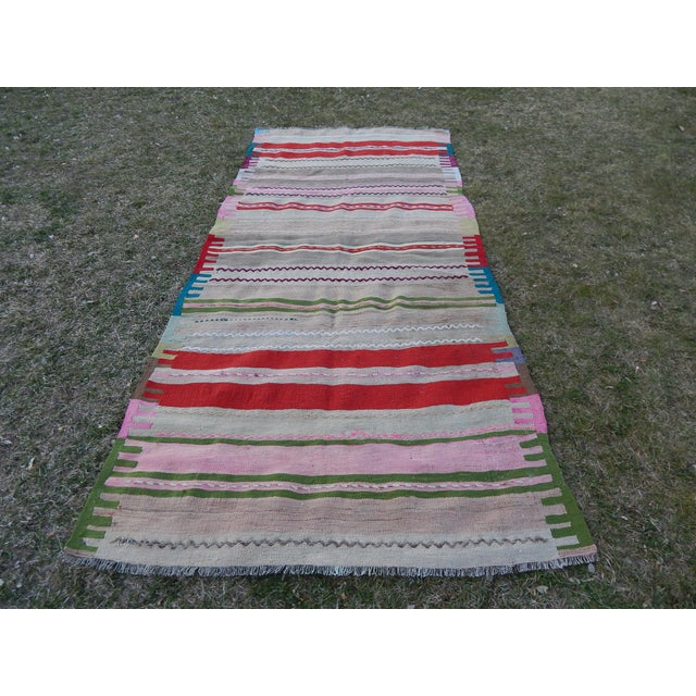 Vintage Turkish Kilim Rug 47.24'' x 99.21'' / 120x252cm Hand woven with high quality pure wool Excellent condition From...