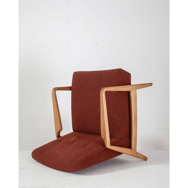 Jens Risom Design Jens Risom Walnut Lounge Chair with Red-Brown Wool Cushions, USA, 1950s For Sale - Image 4 of 10