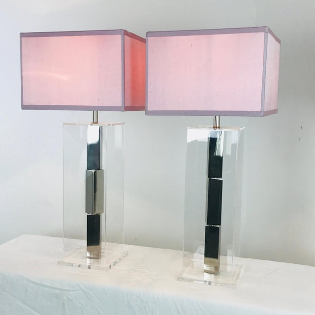 Metal Pair of Lucite and Chrome Table Lamps by Laurel With Silk Shades For Sale - Image 7 of 13