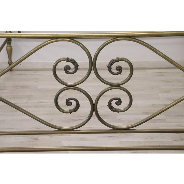 Beautiful Italian bed in solid brass with antique patina. Processing elegant scrolls decorated with acanthus leaves....