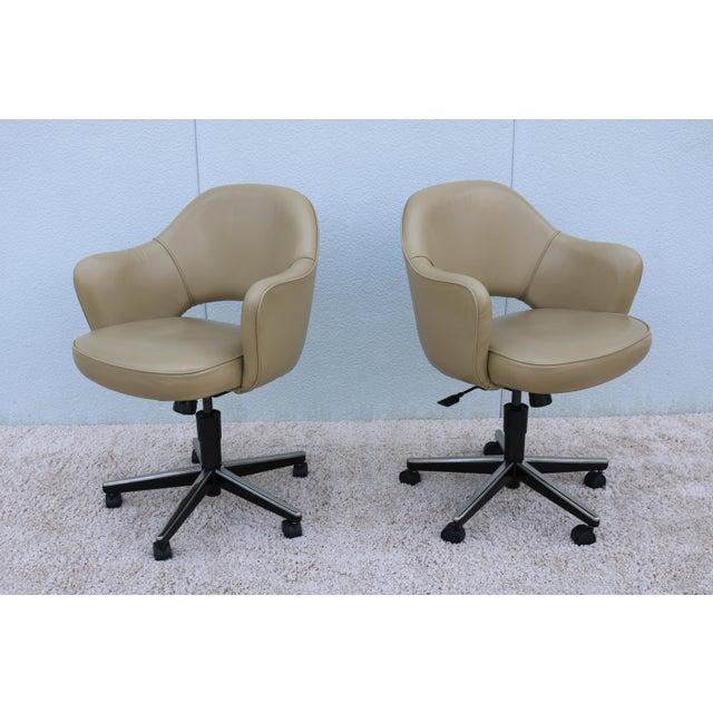 2000 - 2009 Beige Leather Knoll Eero Saarinen Executive Arm Chair For Sale - Image 5 of 13
