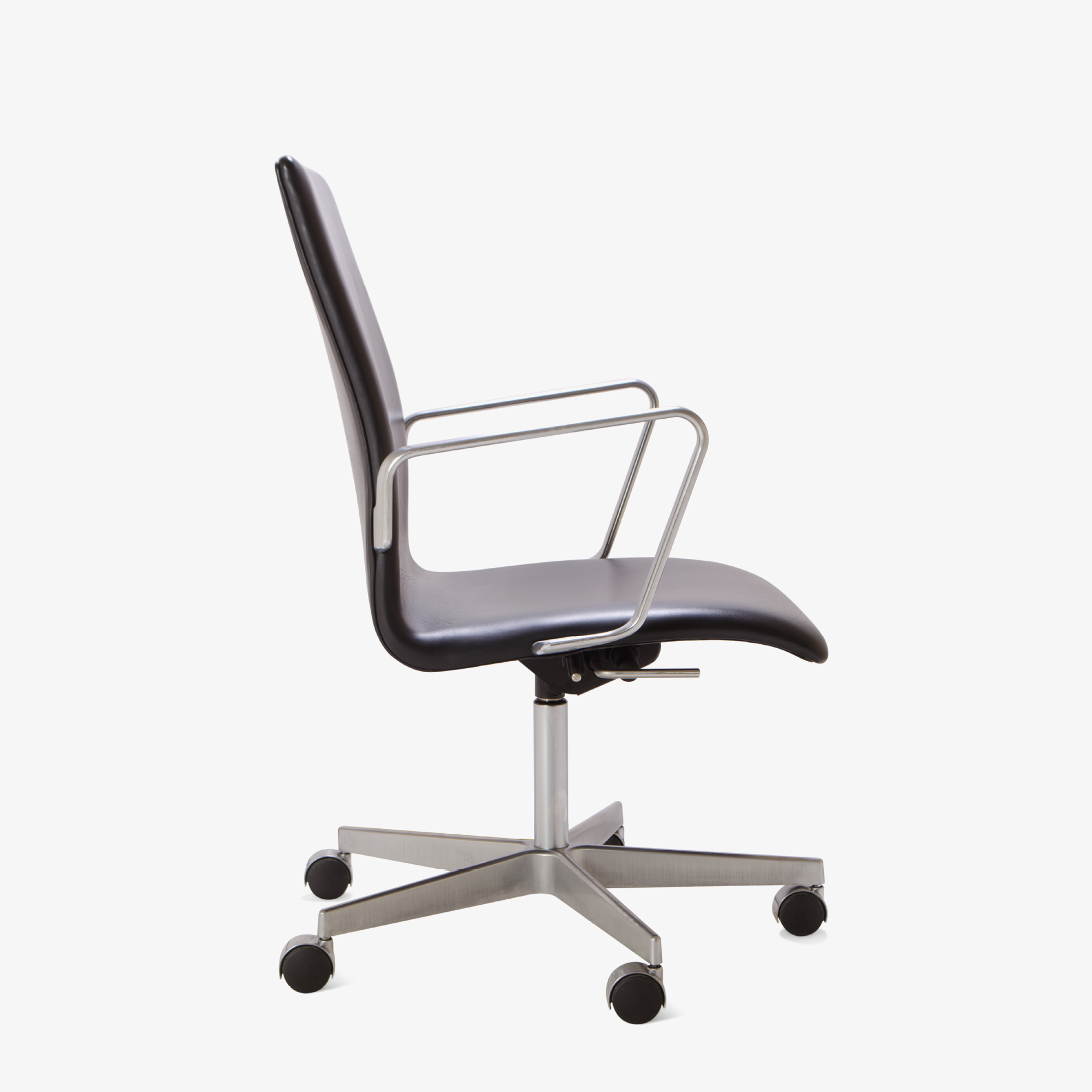 Oxford Low-Back Chair in Leather by Arne Jacobsen for Fritz Hansen - Image 3 & Oxford Low-Back Chair in Leather by Arne Jacobsen for Fritz Hansen ...