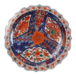 1970s Japanese Blue and White Imari Charger With Decorative Rim and Burnt Orange For Sale