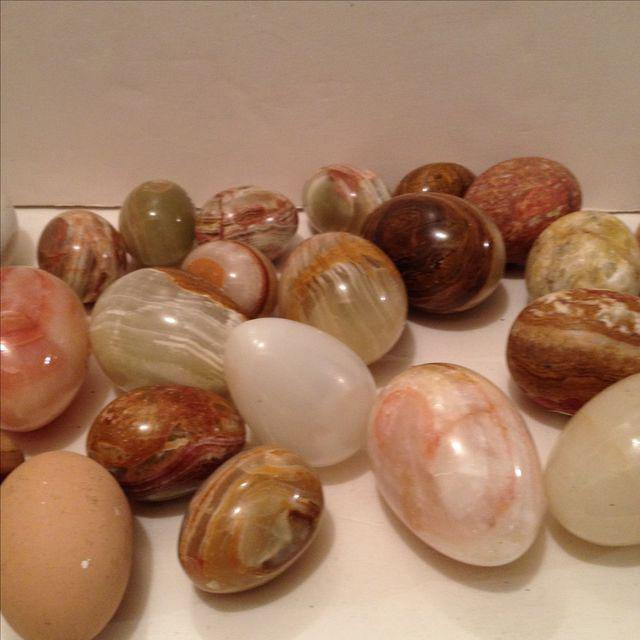 Assortment of 25 store display eggs in marble, alabaster, wood and glass. Different sizes and colors. Good for kitchen...