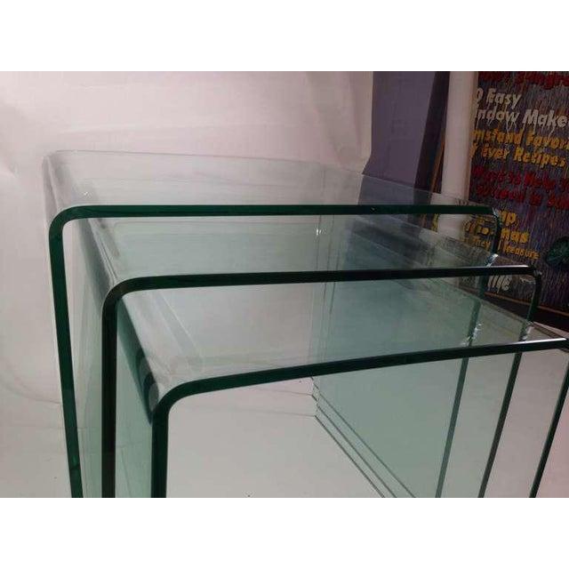 Fiam Italia 1970s Mid-Century Modern Fiam Italia Bent Glass Nesting Tables - Set of 3 For Sale - Image 4 of 6