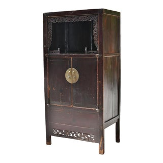 19th Century Chinese Open Light Grapevines Detailed Wooden Display Cabinet For Sale