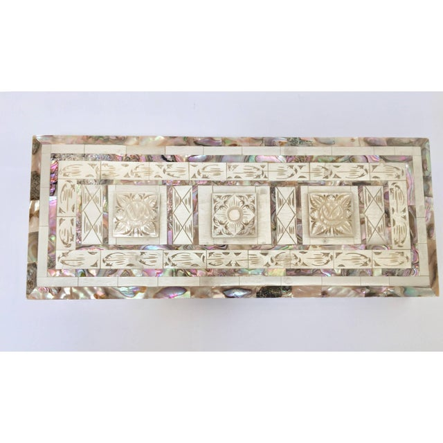 Middle Eastern Abalone and Mother-Of-Pearl Inlay Large Rectangular Box For Sale In Los Angeles - Image 6 of 13