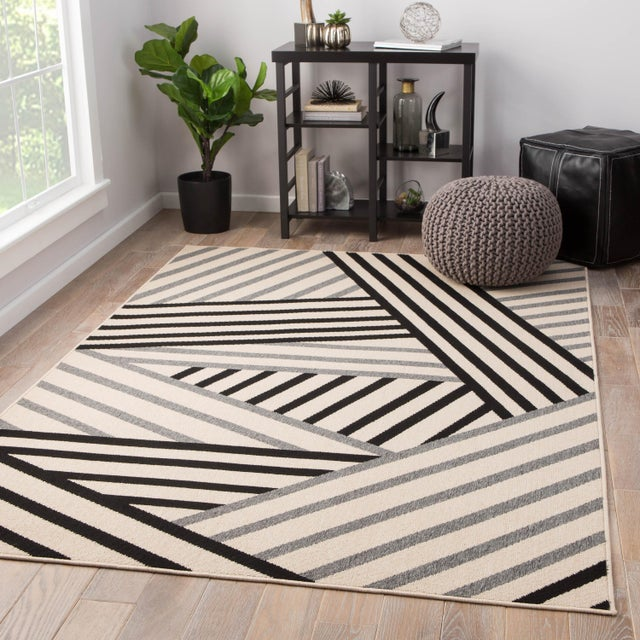 2010s Jaipur Living Begley Indoor/ Outdoor Geometric Black/ Gray Area Rug - 2′ × 3′7″ For Sale - Image 5 of 6