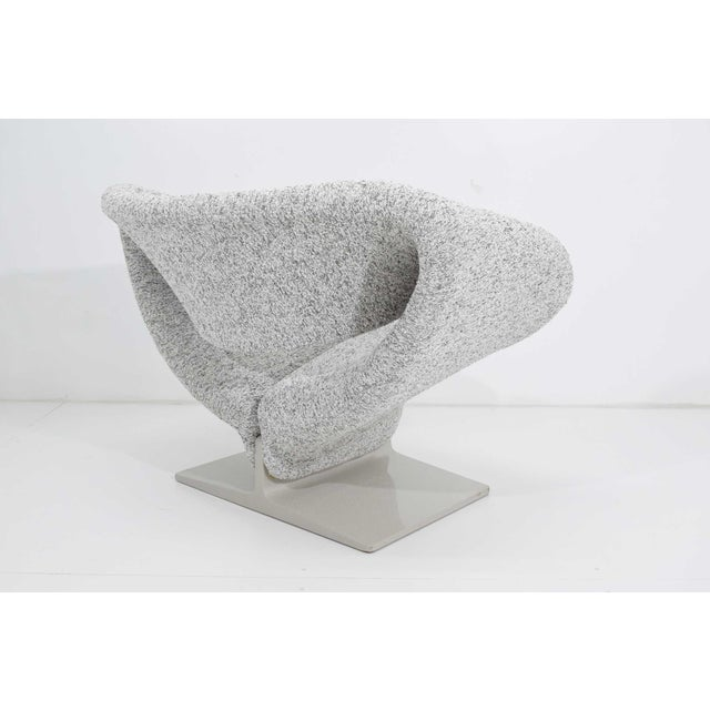 1970s Pierre Paulin Ribbon Chair in White and Gray Upholstery For Sale - Image 5 of 12