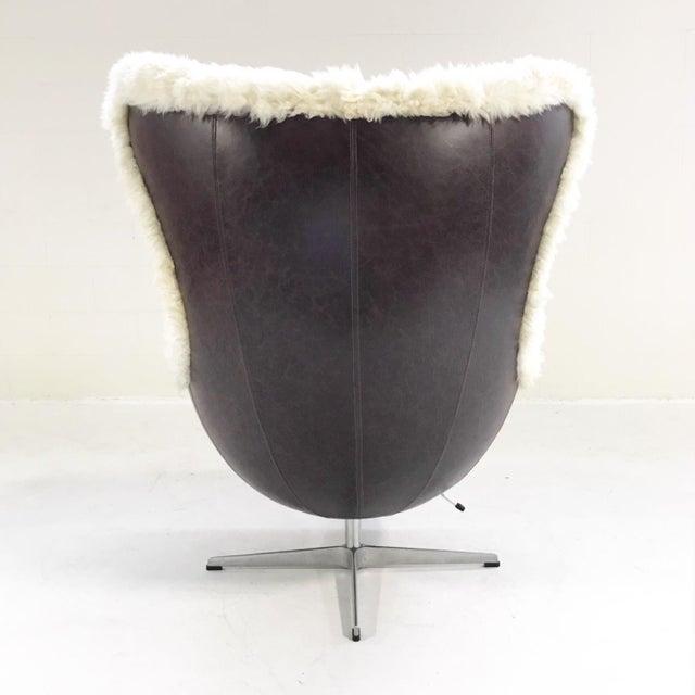White Arne Jacobsen for Fritz Hansen Egg Chair Restored in Brazilian Sheepskin and Leather For Sale - Image 8 of 10
