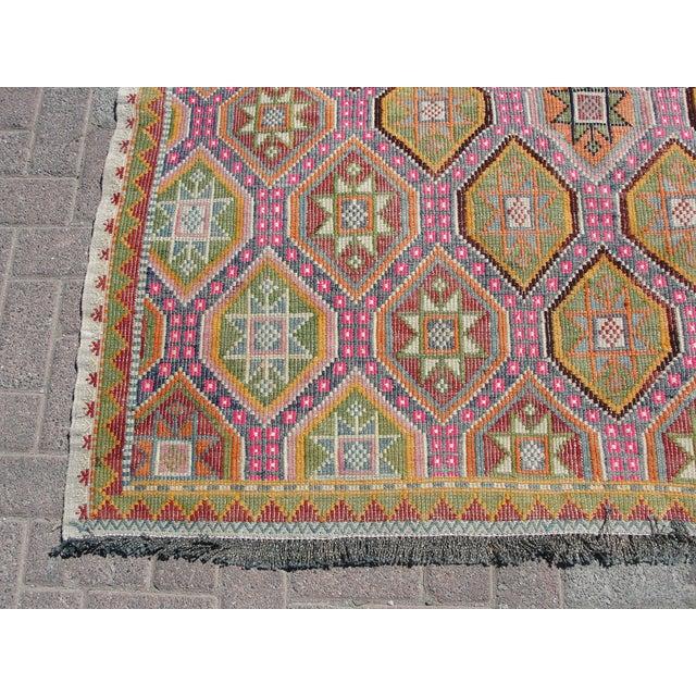 """Textile Vintage Turkish Kilim Rug - 5'8"""" X 8'3"""" For Sale - Image 7 of 11"""