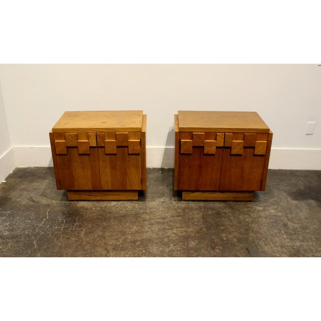 Brutalist Pair of Oak 1970s Mid-Century Modern Brutalist Nightstands by Lane For Sale - Image 3 of 9