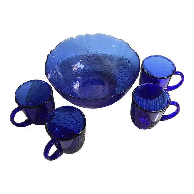 1960s Mid-Century French Cobalt Blue Arcoroc Bowl & Mug Set of 5 For Sale