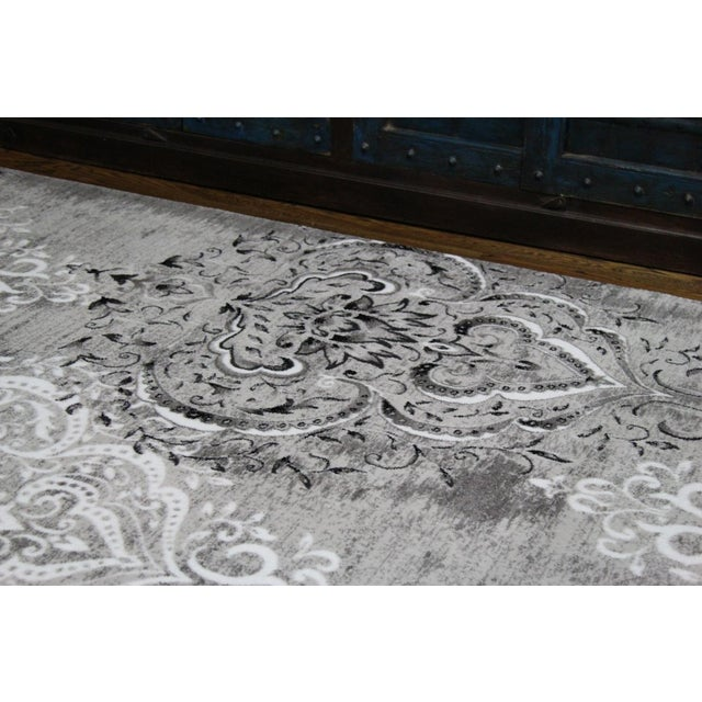 "Damask Gray & White Rug- 5'3"" x 7'7"" For Sale - Image 4 of 8"