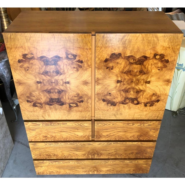 Stunning and timeless burl wood cabinet by Lane Altavista Virginia. Circa 1970. Very good quality. Cabinet has 4 drawers...