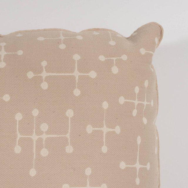 Mid-Century Modern Set of Four Modern Beige Cotton Twill Pillows with Geometric Jacks Motif For Sale - Image 3 of 9
