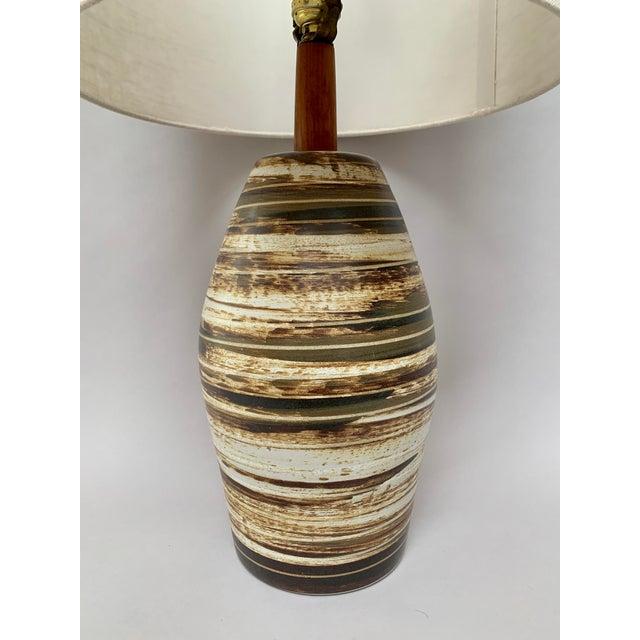 Gordon & Jane Martz Mid-Century Modern Ceramic Lamp by Jane and Gordon Martz For Sale - Image 4 of 12