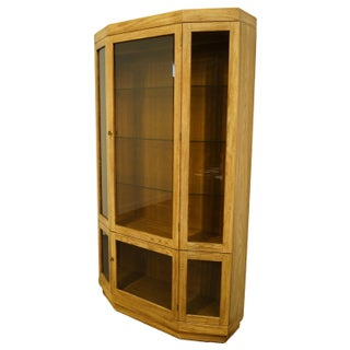 Late 20th Century Thomasville Furniture Forecast Collection Contemporary Illuminated Display Curio Cabinet Preview