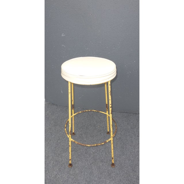 1950s Vintage Yellow Metal & White Vinyl Bar Stool French Country Farmhouse Industrial For Sale - Image 5 of 11