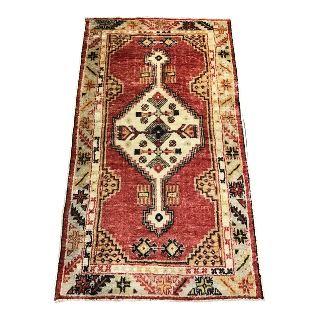 Late 20th Century Vintage Turkish Rug- 2′8″ × 4′9″ For Sale