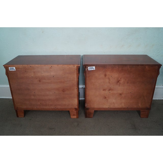 "Ethan Allen Ethan Allen British Classics ""Daryn"" Chests Nightstands - A Pair For Sale - Image 4 of 10"