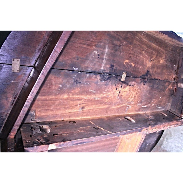 Queen Anne 18th Century Queen Anne Mahogany Drop Leaf Gate Leg Table For Sale - Image 3 of 11