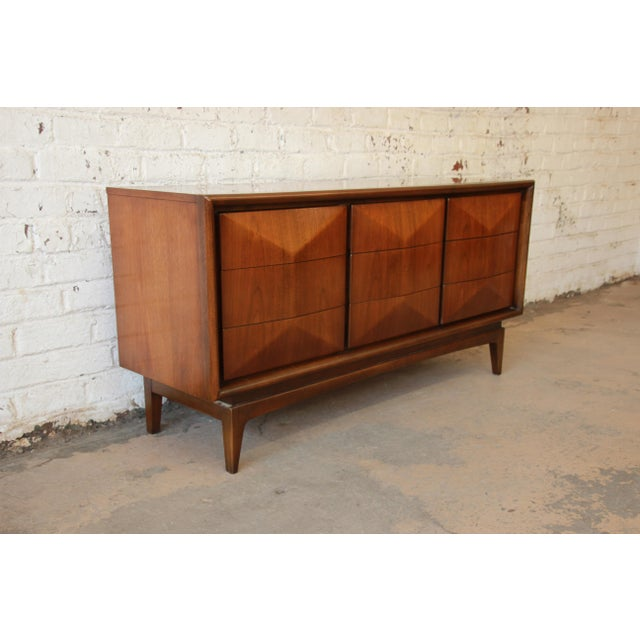 United Furniture Mid-Century Modern Diamond Front Dresser - Image 5 of 8