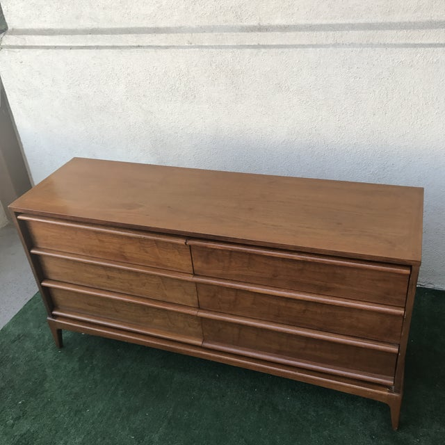 Lane Furniture Lane Mid Century 6 Drawer Walnut Dresser For Sale - Image 4 of 7