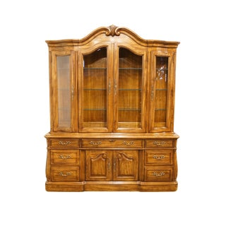 Late 20th Century Vintage Thomasville Furniture Place Vendome Collection Illumined Display China Cabinet For Sale