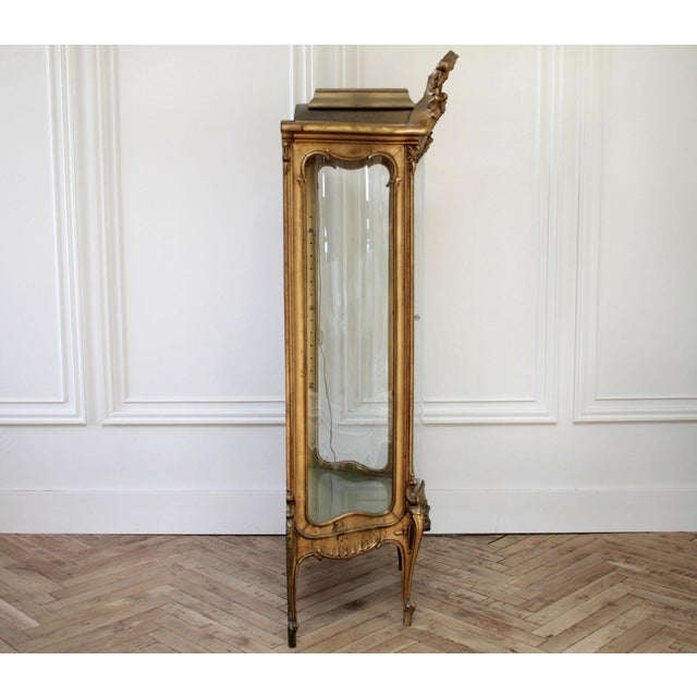 French Early 20th Century Louis XV Style Giltwood Carved Vitrine Display For Sale - Image 3 of 12