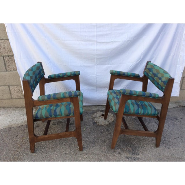 Pair of mid-century side chairs in mod fabric!