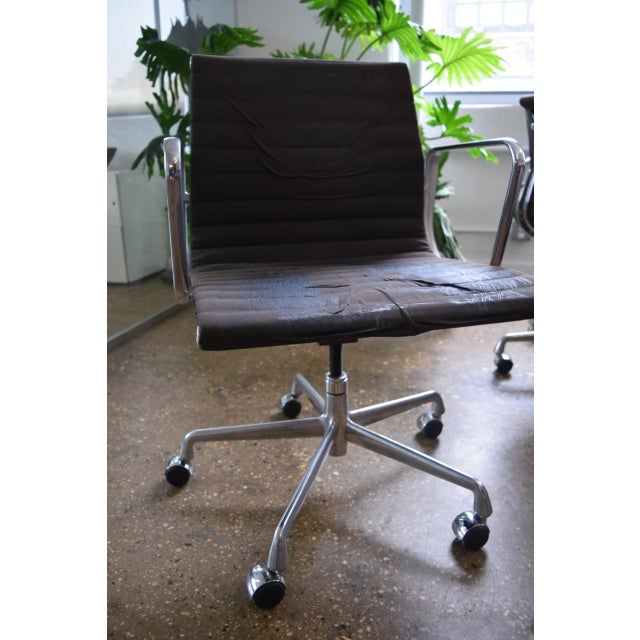 Eames Aluminum Group Management Chair - Image 2 of 5