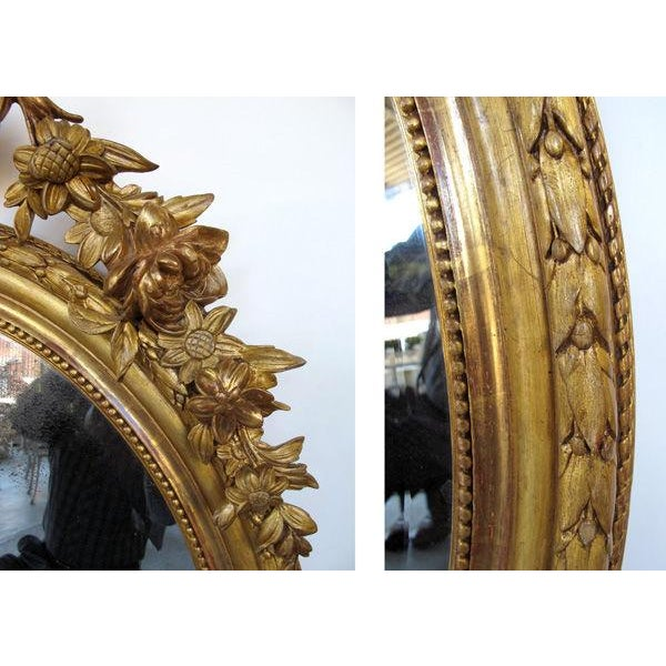 Mid 19th Century A Finely-Carved French Napoleon III Oval Giltwood Mirror with Shell Crest and Floral Garland For Sale - Image 5 of 5