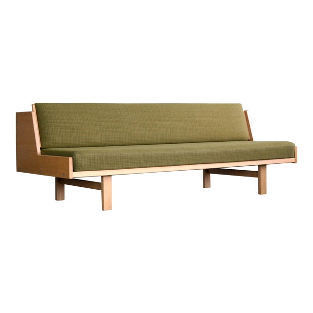 Hans Wegner Daybed Model 258 for Getama Danish Mid-Century For Sale