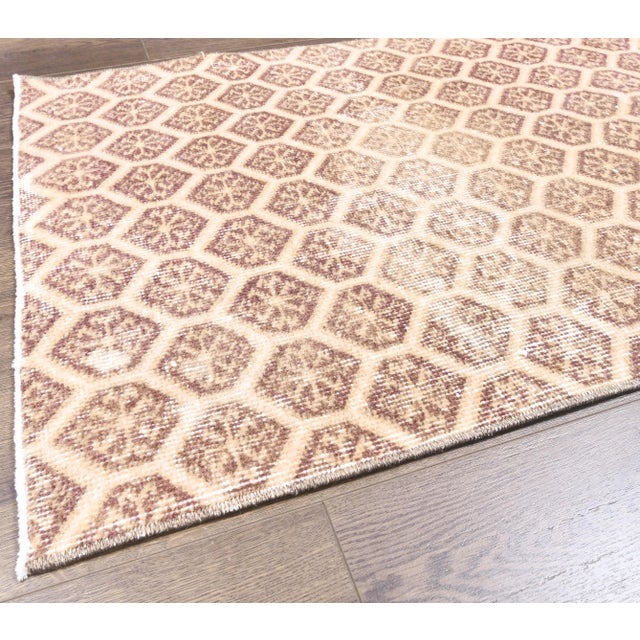 Textile 1960s Honeycomb Neutral Ivory Turkish Hand-Knotted Runner For Sale - Image 7 of 10