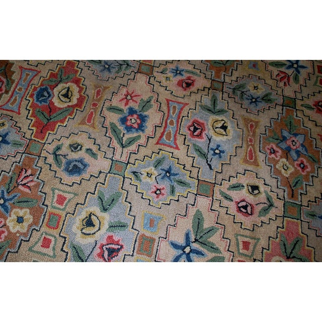"Textile 1900s Antique American Hooked Rug- 6' x 8'10"" For Sale - Image 7 of 8"