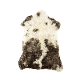 "Contemporary Handmade Wool Sheepskin Pelt - 2'5""x3'4"" For Sale"