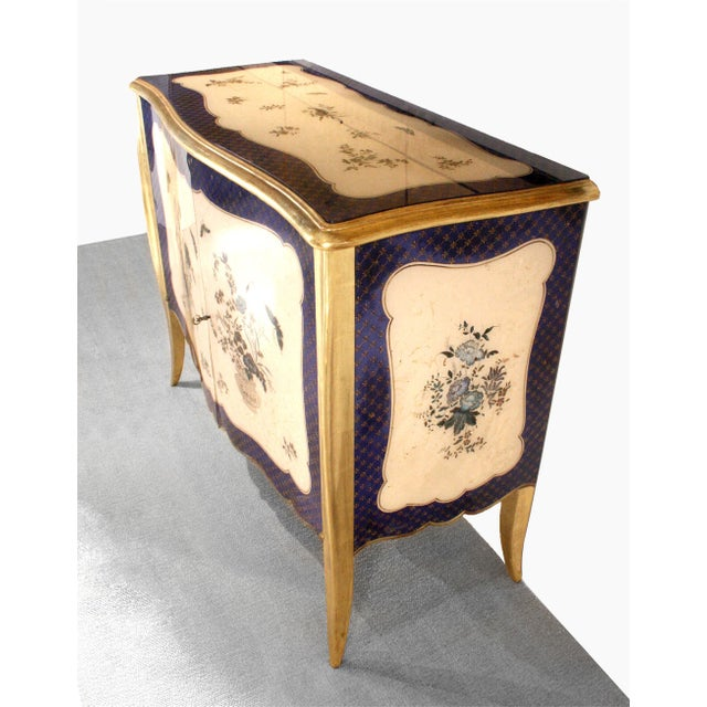 1940s French Louis XV Style Parcel-Gilt and Églomisé Commode For Sale - Image 4 of 7