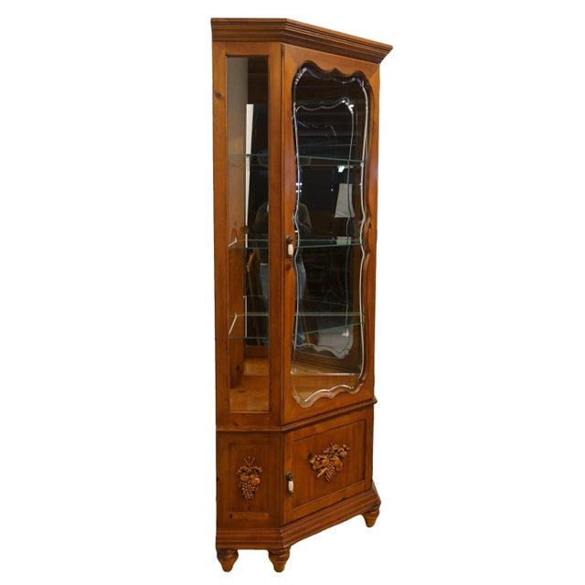 French 20th Century French Country Pulaski Furniture Display Curio Cabinet For Sale - Image 3 of 10
