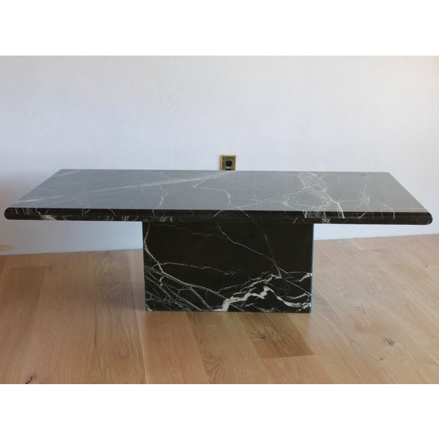 1960s Sculptural Mid-Century Italian Vert d'Egypt Green Marble Pedestal Coffee Table For Sale - Image 5 of 13