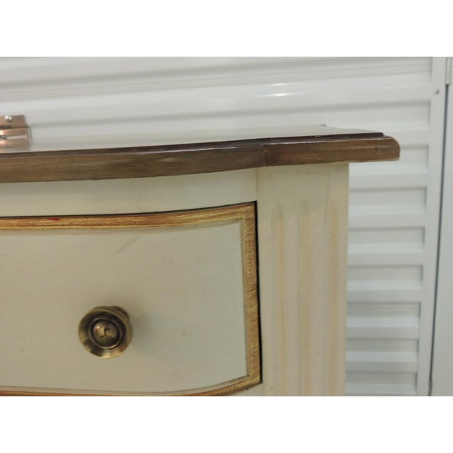 Pair of Natural and Gold Leaf Detail Nightstands/Dressers. For Sale In Miami - Image 6 of 12