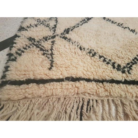 Vintage Moroccan Beni Ourain Area Rug - 5′5″ × 7′5″ - Image 4 of 5