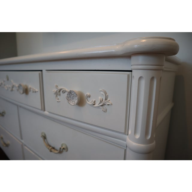 Young America by Stanley Furniture 7-Drawer Dresser Florentine white Antique Intricate molding on wood Made in the USA