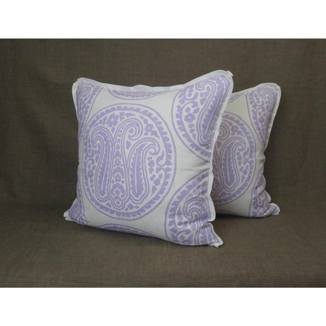2020s Raoul Textiles Mira Linen Print Lilac Throw Pillows - a Pair For Sale - Image 5 of 5