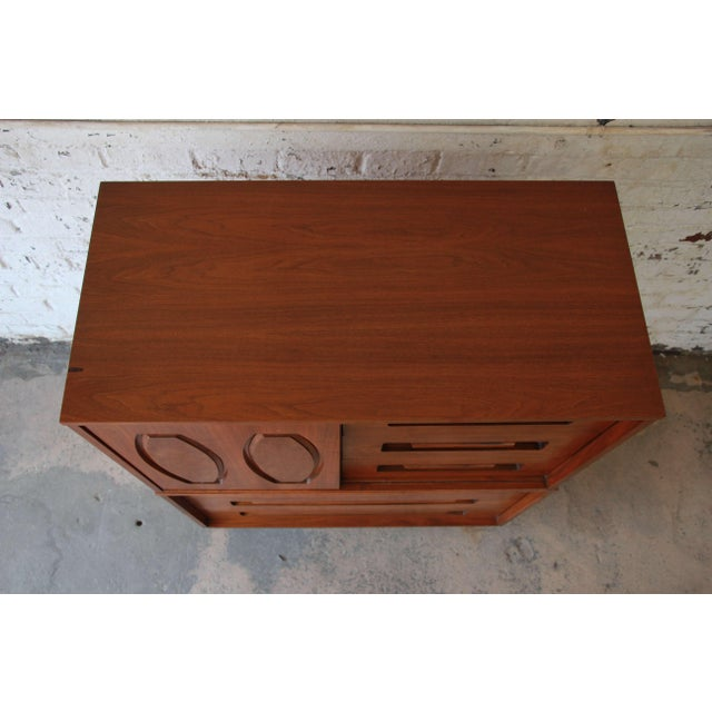 Young Manufacturing Mid-Century Modern 9-Drawer Gentleman's Chest For Sale - Image 10 of 10